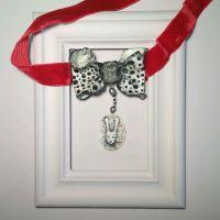 Фарфоровая бабочка с кроликом